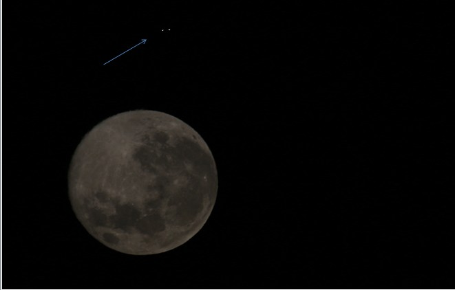 UFO-moon2